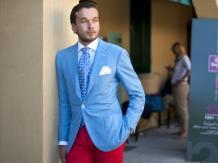 Męski styl - jak wybrać i nosić kolorowe spodnie